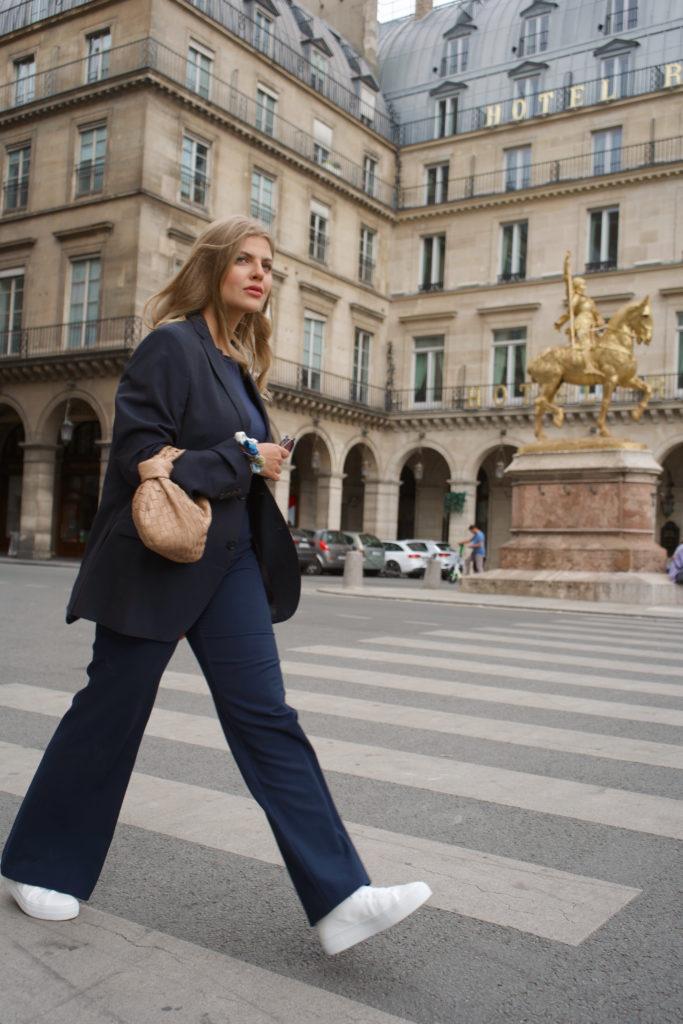 Das 3. der French Must Haves FÜR DEINEN KLEIDERSCHRANK ist ein schlichter Blazer