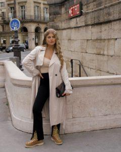 10 French Essentials: Das tragen Pariserinnen wirklich jeden Winter, Trenchcoat