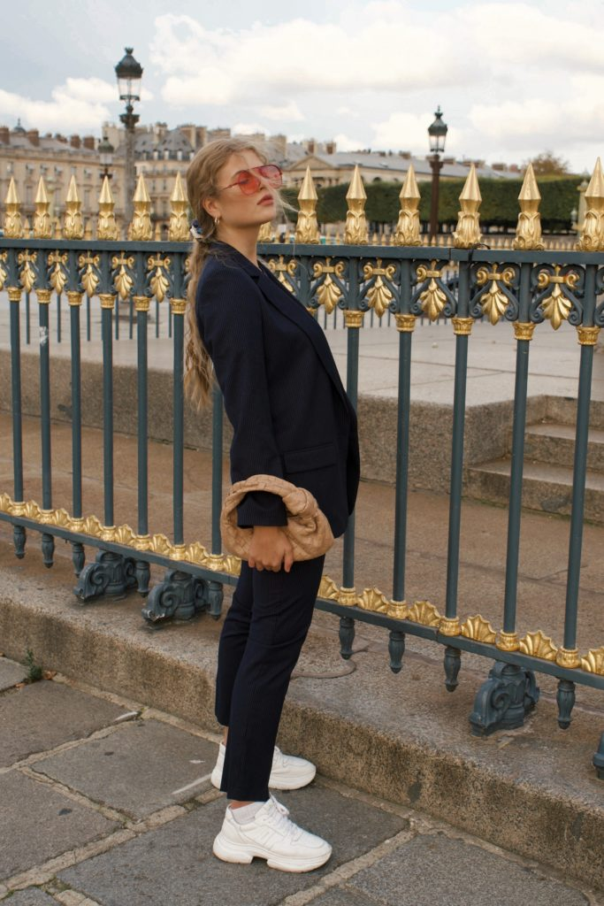 10 French Essentials: Das tragen Pariserinnen wirklich jeden Winter, Wollblazer