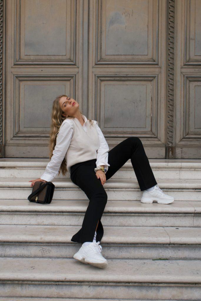 10 French Essentials: Das tragen Pariserinnen wirklich jeden Winter, Kaschmirpullover