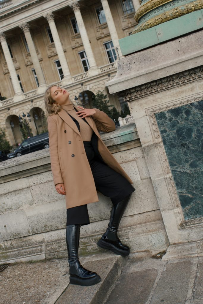 10 French Essentials: Das tragen Pariserinnen wirklich jeden Winter, Rollkragenpullover